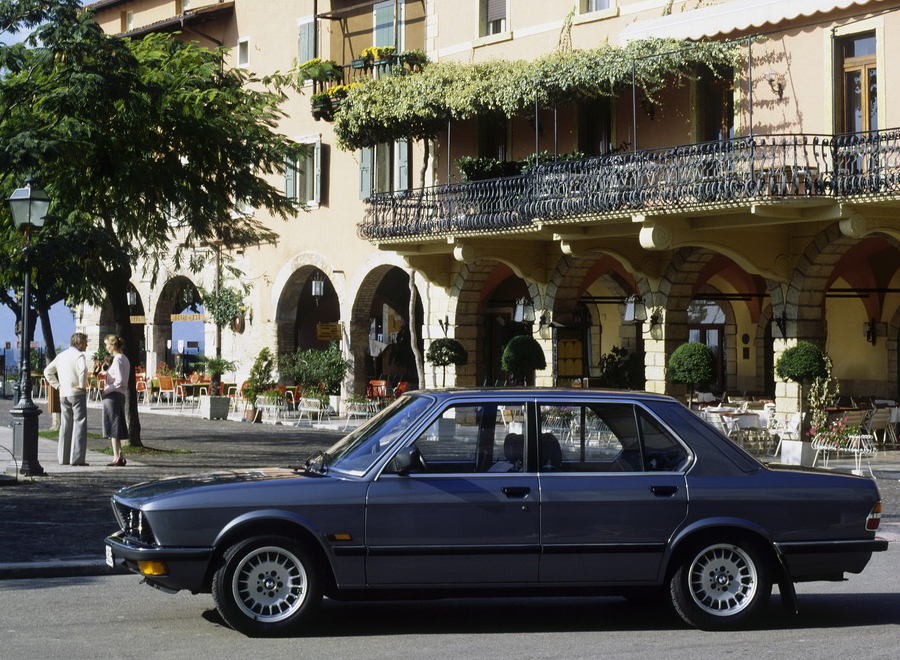 bmw_E28_background
