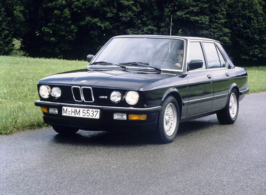 bmw_E28M5_background