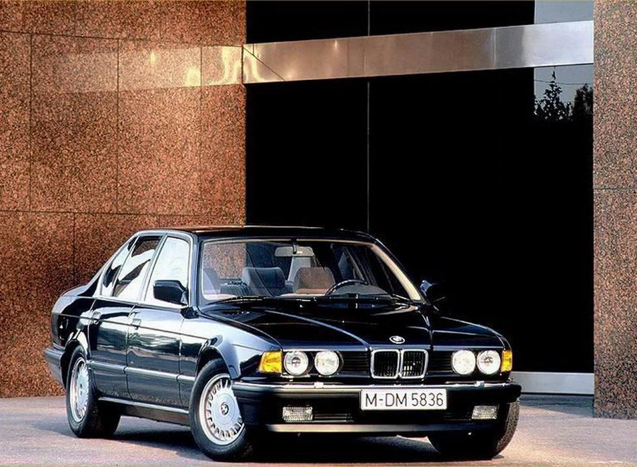 bmw_E32_background
